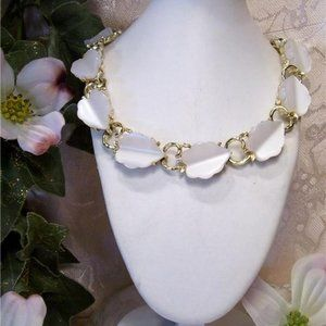Pearly White Lucite Leaf Design Link Necklace